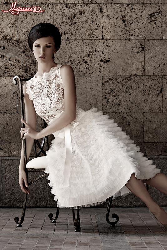 Короткое свадебное платье кружевное